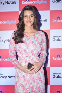 Kriti-Sanon-at-Samsung-Galaxy-Note-5-launch-1