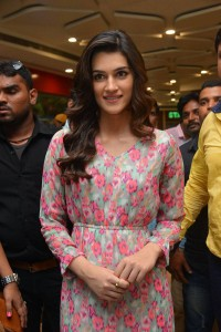 Kriti-Sanon-at-Samsung-Galaxy-Note-5-launch-2