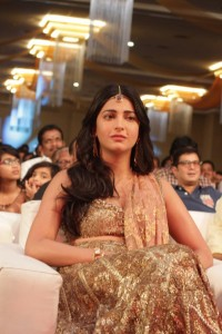 Shruti-Hassan-at-Puli-Movie-Audio-Launch-3