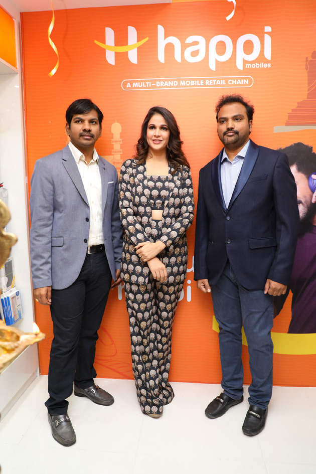 """Lavanya Tripathi @ Happi Mobiles Grand Store launched"