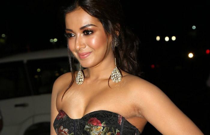 Catherine Tresa @ Jio South Filmfare Awards - 2018